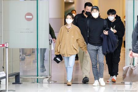 200314 아이유 김포공항 도착 직찍