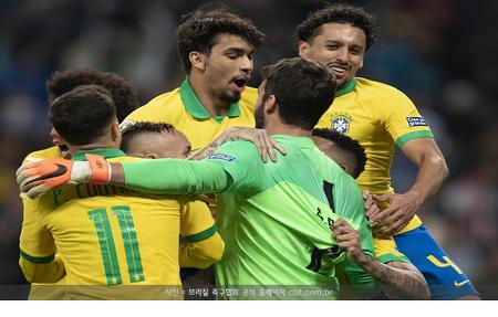 '개최국' 브라질, 힘겹게 코파 4강행