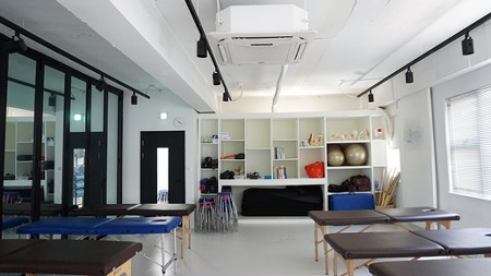 홍대입구 저렴한 사무실. 약 50평으로 저렴한 사무실