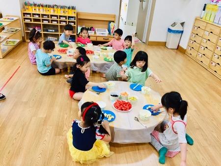 홍광유치원  또래도우미와 함께하는 시원한 수박화채 만들기