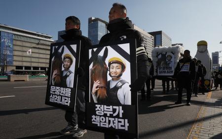 [신문로] '갑질사회'에서 터진 기수의 죽음