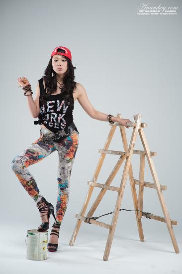 컬러풀한 팬츠  빨간모자의 미녀 페인트공 모델 김진아