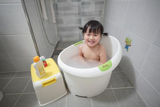 아기 목욕 팁,  거품 싫어하는 아기를 위한 벨레다 카렌듈라 크림배쓰