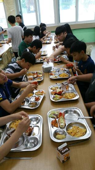 덕산초중학교  덕산 특식day 운영