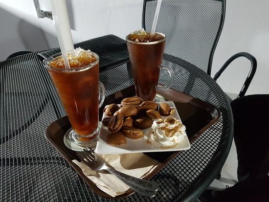 대구 불로동 다온 카페에서 아메리카노와 함께 여유를 즐겨보았다.