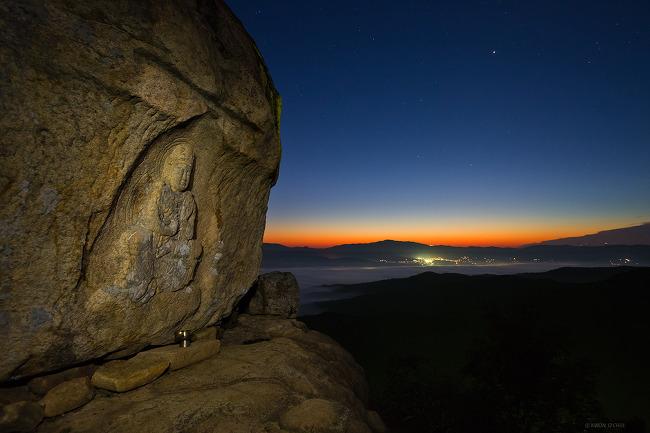 경주 남산 신선암의 새벽
