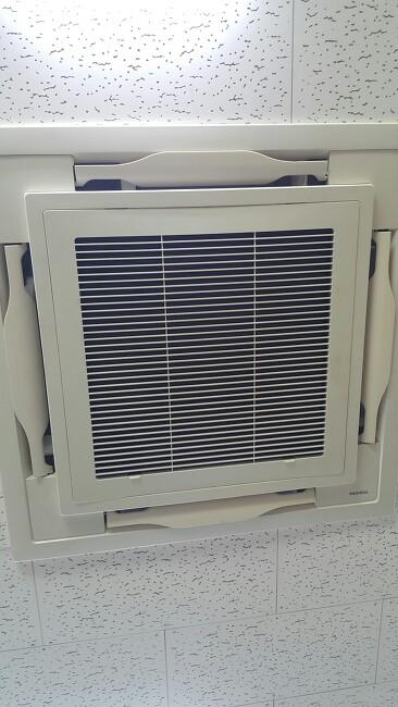 청주 중고 천정형 인버터 냉난방기 토시바 40평형 신품과같은 최상급상태 팝니다.