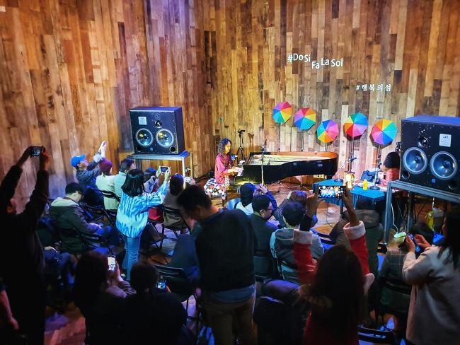 [사진] #도시파라솔 콘서트: 톤스튜디오 LIVE 20191214 (2)