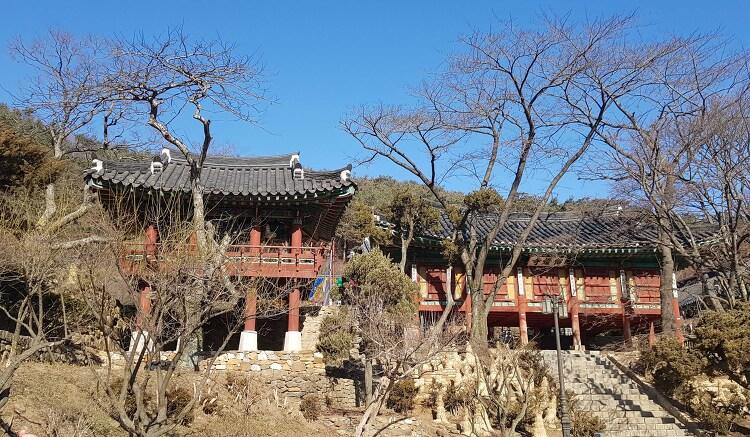 강화 정족산성에 자리한 이천년의 사찰 '전등사'