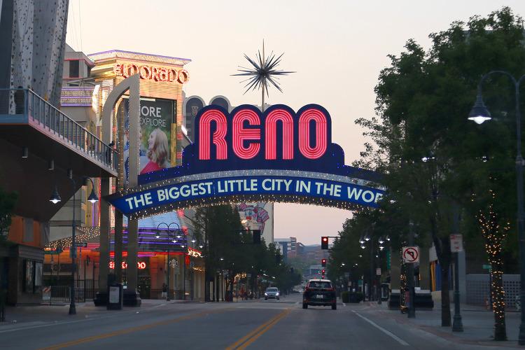 도박과 이혼의 도시, 또 '세계에서 가장 큰 소도시'라는 모토로 유명한 네바다 주 북부의 리노(Reno)