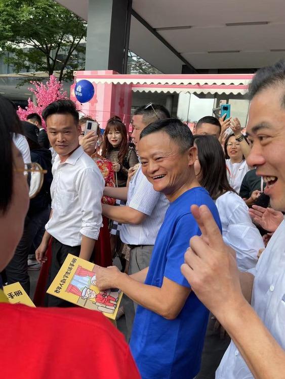 마윈(Jack Ma) 드디어 항저우 알리바바 본사에 공개적으로 모습 드러내