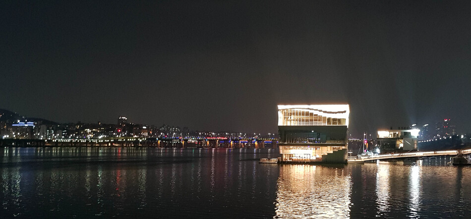 스타벅스 서울웨이브아트센터점, 서울야경을 즐기는 선상카페/데..