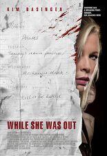 그녀가 외출하는 동안 포스터