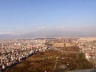 네팔의 L-410 조종석에서 ..