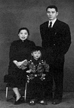 용의 흔적: 성룡과 그의 잊혀진 가족