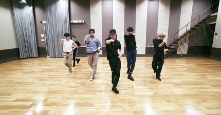 TAEMIN 'Famous' Dance Practice