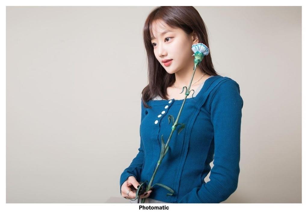 같은 스튜디오에서 사진 촬영한 에이프릴 나은 & 레드벨벳 슬기 - 꾸르