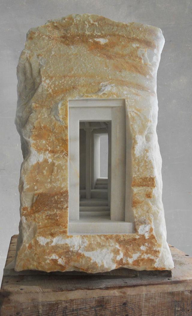 온갖 돌로 중세시대 건물 내부를 조각해내는 남자 - 꾸르