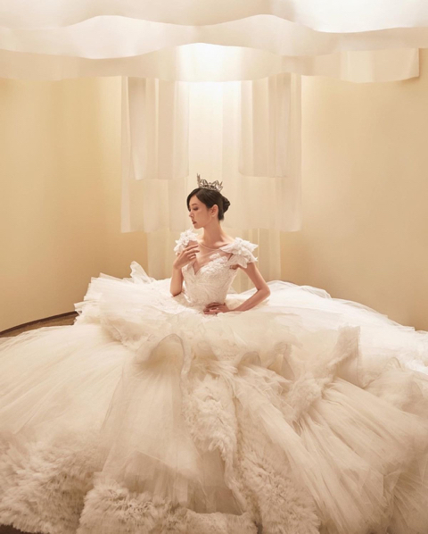 펜트하우스에서 웨딩드레스 입고 사진찍은 김소연 - 꾸르