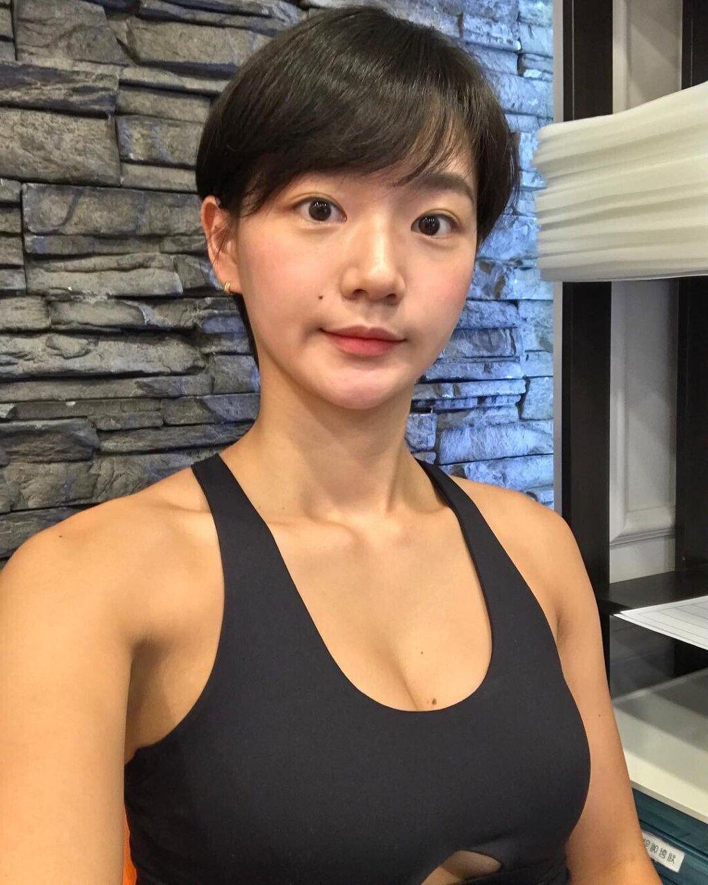 운동하는 숏컷 누나 - 꾸르