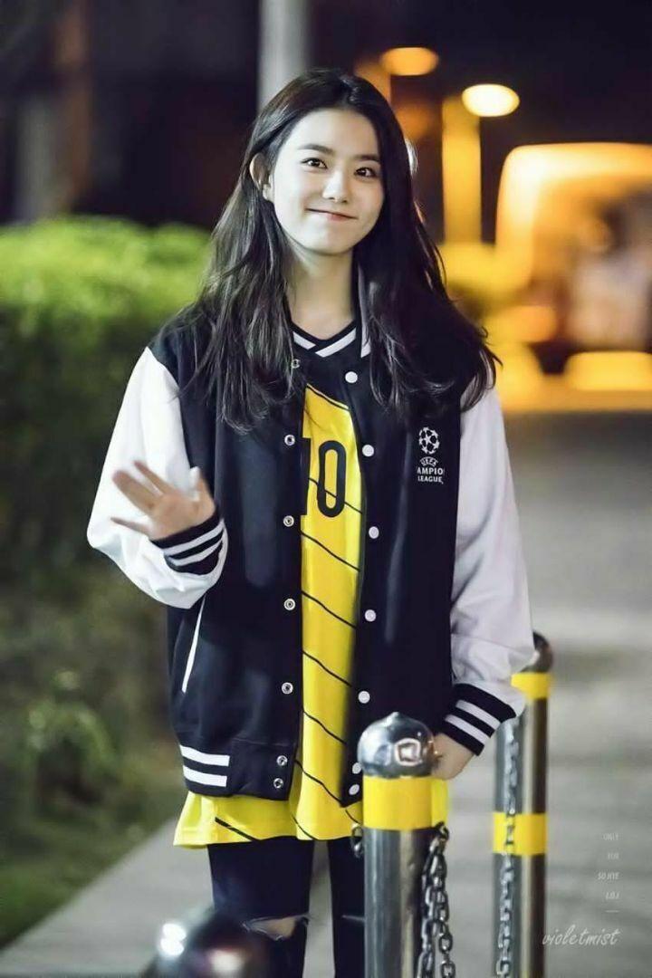 축구 유니폼 잘 소화하는 김소혜 - 꾸르