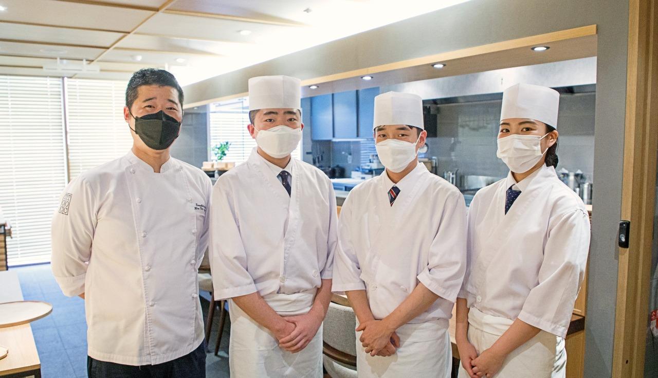 김대천 셰프(좌측)와 텐지몽 팀 (Pic: Kim Jun Yong)