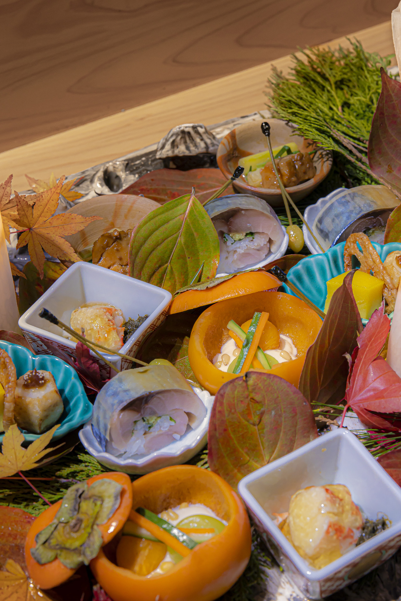 Mackerel sushi, king crab and fresh citrus sauce, Japanese-style egg castella, lotus root chip and taran karaage, tama miso (miso with eggs), ankimo with tofu sauce and sweet persimmon with miso sauce ⓒYuchan Jung