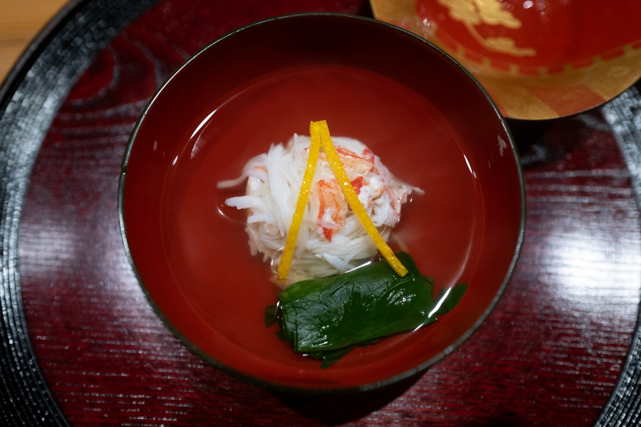 The seasonal clear soup course at Muni is called wanmono ⓒsouthsea_morning