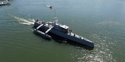 ACTUV 시 헌터 : DARPA의 시 헌터는 길이 40m짜리 수상 무인 함선으로, 대잠수함전용으로 설계되었다. 현재 세계 최대 크기의 무인 함선이다.