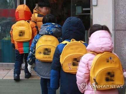 등원하는 유치원생들 [연합뉴스 자료사진]