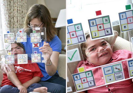 조나단은 눈 깜박임과 철자 보드를 통해 의사를 표현하는 법을 배웠고, 책까지 써냈다.