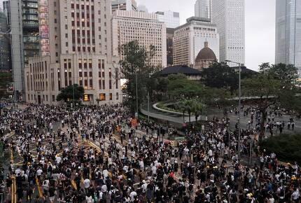 홍콩인들이 '범죄인 인도법'에 반대하기 위해 거리로 쏟아져 나오고 있다. 누구든 중국으로 송환될 수 있다는 불안감이 작용하고 있는 것이다. [로이터=연합뉴스]