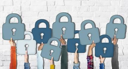 정기적으로 스마트폰 앱이나 온라인 사용 흔적을 관리하는 것은 개인정보를 지키는 방법 중 하나다. 게티이미지뱅크