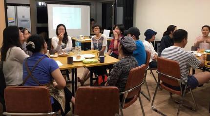 서울 서대문구 마을언덕홍은둥지에 주민들이 모여 명절 속 '며느라기'에 대해 이야기를 나누고 있다.  풀뿌리여성주의단체 '너머서' 제공
