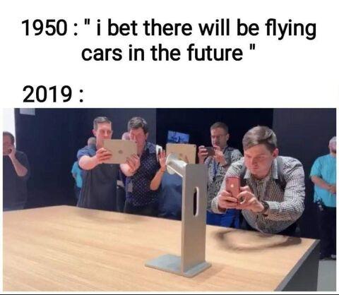 1950년대 : 야 분명 미래에는 자동차가 날라댕기겠지? ㅎㅎ