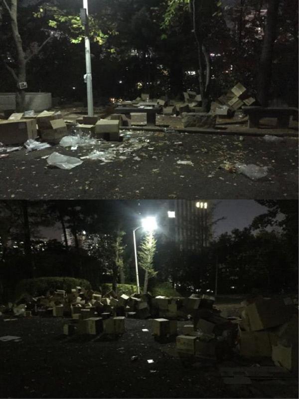29일 오후 한국여성단체협의회 주최 '제50회 전국여성대회'가 끝난 뒤 서울 서대문구 이화여대 대강당 앞에 버려진 쓰레기 이화여대생 제공