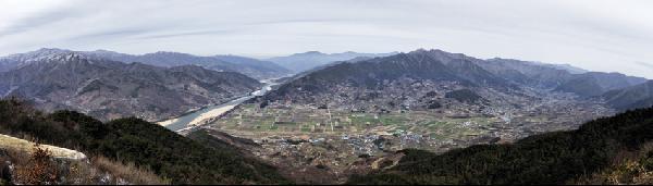 [월간산]구재봉 동쪽 기슭에서 본 섬진강과 악양.
