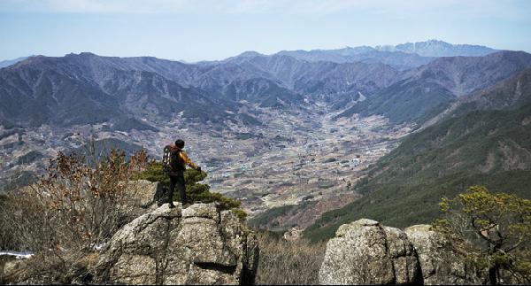 [월간산]구재봉 암릉에서 본 악양과 지리산 천왕봉.