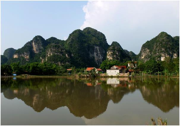 하늘과 땅의 데칼코마니. 작은 하롱베이 혹은 육지의 하롱베이라 불리는 탐콕.