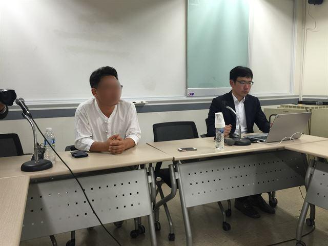 '빨간 우의' A씨(왼쪽)가 19일 서울 프레스센터에서 고 백남기씨 사고 당시 상황을 설명하고 있다. 박주희기자