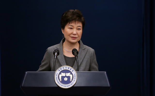 박근혜 대통령이 29일 청와대 브리핑룸에서 3차 대국민담화를 발표하고 있다. 청와대사진기자단