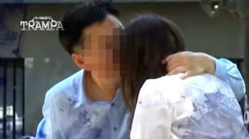 한국인 외교관이 현지 소녀를 성추행하는 모습이 칠레 TV 카메라에 찍혔다. (사진=유튜브 하면 캡처)