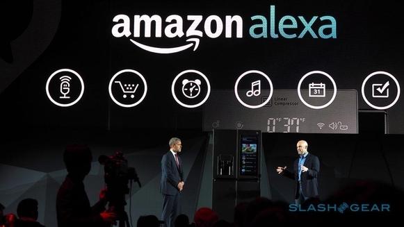 LG전자가 올해 CES에서 공개한 아마존 음성 비서 '알렉사'와 연동된 '웹OS'가 탑재된 스마트 냉장고. 알렉사 음성명령을 이용해 음악재생, 뉴스검색, 온라인 쇼핑, 일정 확인이 가능하다./사진=LG전자
