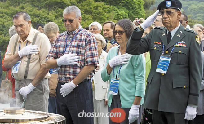 2015년 5월 한국 국립현충원을 방문한 6·25전쟁 참전 미군 실종·전사자 유족들. /김지호 기자