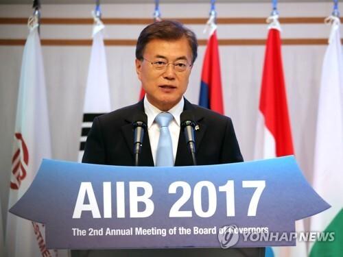 (제주=연합뉴스) 배재만 기자 = 문재인 대통령이 16일 오후 제주 국제컨벤션센터에서 열린 '아시아인프라투자은행(AIIB) 연차총회'에서 기념사하고 있다. 2017.6.16  scoop@yna.co.kr  (끝)