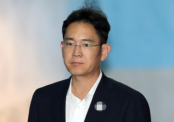 ⓒ연합뉴스 이재용 삼성전자 부회장은 삼성물산과 제일모직 합병을 성사한 뒤 삼성을 '설비투자는 많이 하지 않고 주주 이익에 충실한 기업'으로 바꾸고 있다.