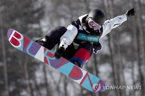 한국 정유림 연기      (평창=연합뉴스) 최영수 기자 = 17일 강원도 평창군 휘닉스스노우파크에서 열린 FIS 스노보드 월드컵2017. 여자 하프파이프 예선에서 정유림이 점프연기를 펼치고 있다. 2017.2.17       kan@yna.co.kr