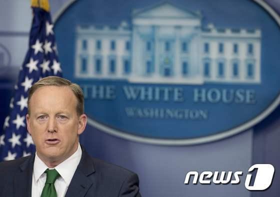 언론 브리핑을 하는 숀 스파이서 백악관 대변인. © AFP=뉴스1