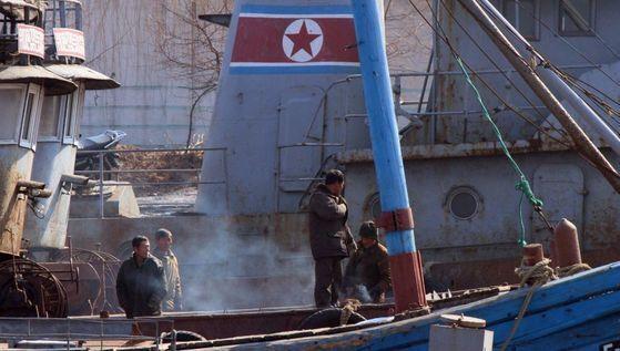 누적된 유엔 제재에 따라북한의 불법활동에 연루된 의심을 받는선박은 입항이 불허된다.[중앙포토]