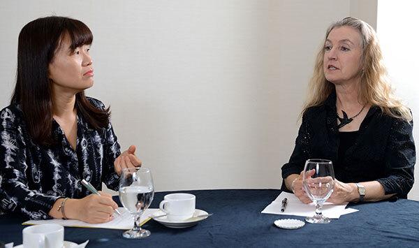 ⓒ시사IN 윤무영 8월26일 은유 작가(왼쪽)와 리베카 솔닛은 에세이스트라는 정체성을 공유하며 글쓰기와 에세이에 대해 이야기를 나눴다.